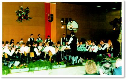 Das Blasorchester unter der Leitung von Hermann Taubenheim beim