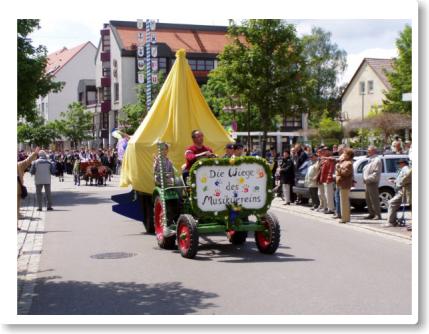 Wagen der Kindermusikgruppen der Musikvereinigung am Festumzug des Bezirksmusikfestes