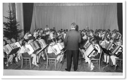 Das Akkrodeonorchester Walter Zankl mit ca. 70 Kindern und Jugendlichen